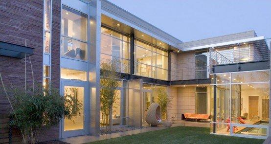 Fachada de una casa de lujo de diseño contemporáneo con ventanas ...