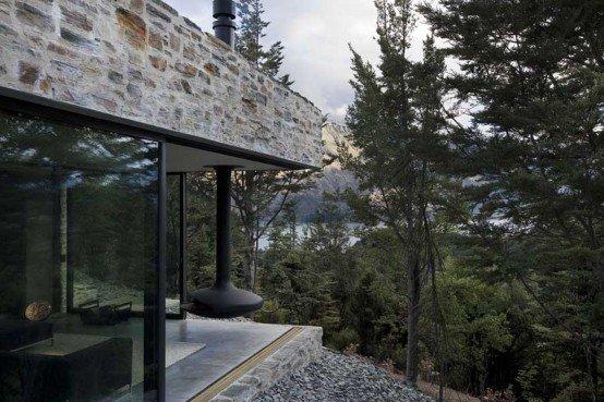 Casa de piedra en una monta a por los arquitectos feraon for Casa en la montana