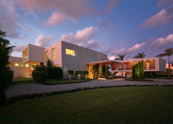Casa moderna de playa en una isla privada en miami beach for Casa de lujo minimalista y espectacular con piscina por a cero