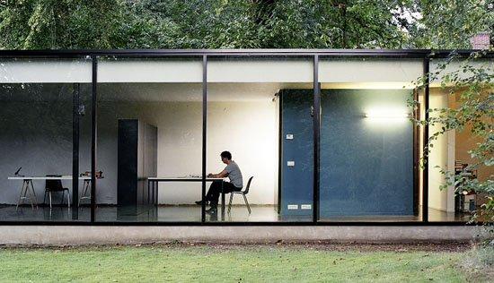 Casa con fachada de cristal casas y fachadas - Paredes de cristal precios ...