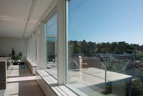 Casa de diseño en suecia con un gran balcón   casa con fachada de ...