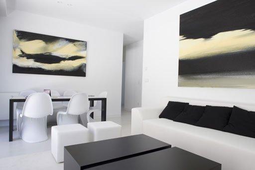 Elegante y moderna Casa Blanca modular por AceroCasas y Fachadas