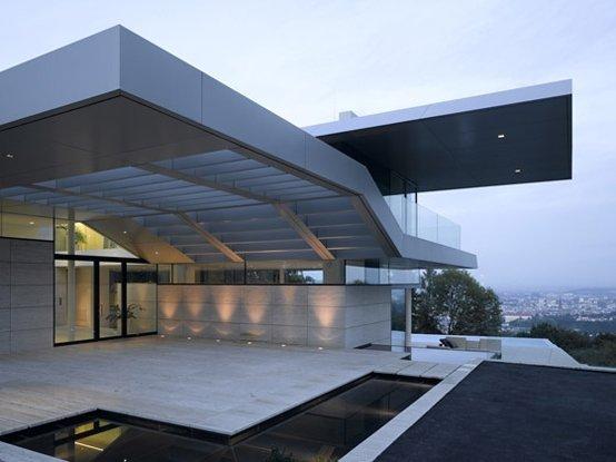 Casa de dise o con piscina casas y fachadas for 5 principales villas ocultas