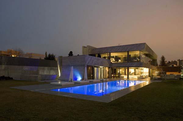 Fachada de casa inspirado en las obras de un escultor for Casa de lujo minimalista y espectacular con piscina por a cero