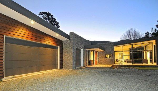 casa con paredes de cristal y con energa residencia dulieucasas y fachadas