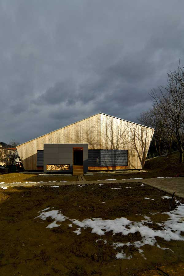 Low-Energy-Weekend-House-by-Pokorny-Architekti-2