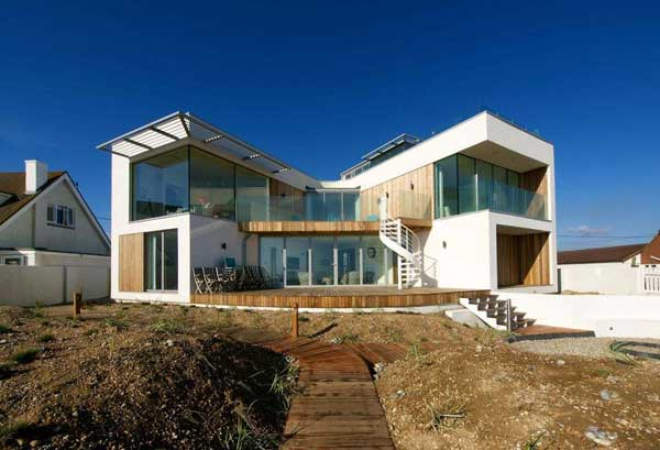 Modern-beach-house-in-East-Sussex-1