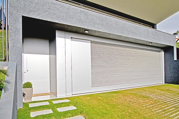 Casas con volados casas y fachadas for Fachadas de garajes