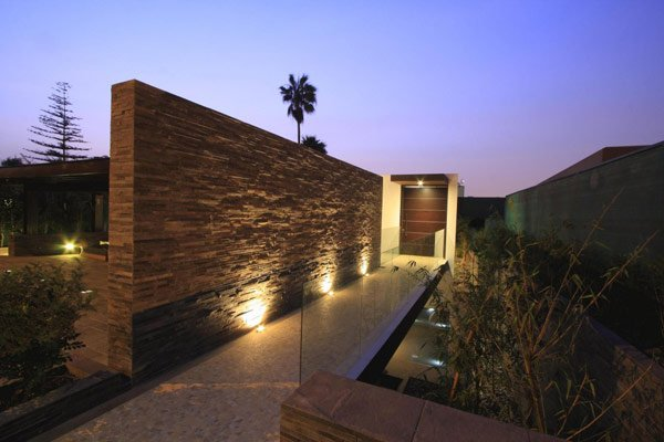 Casa casuarinas 2 for Fachadas de casas modernas en lima