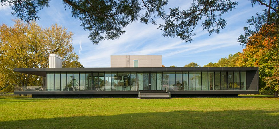 Casa pintoresca con corredores de vidrio en maryland ee for Fachada de casas modernas con vidrio