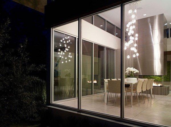 Moderna residencia en forma de U construido alrededor de un patio ...