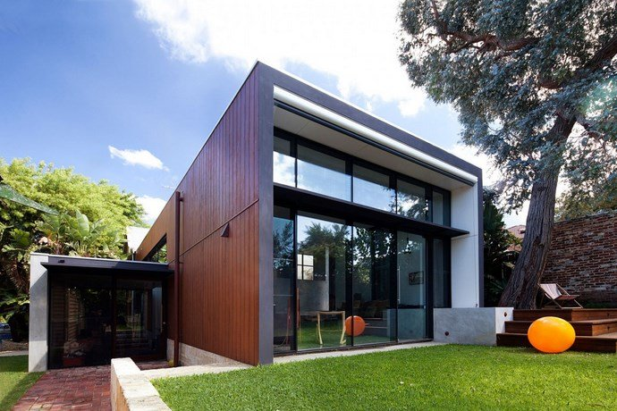Modern-addition-to-traditional-house 3