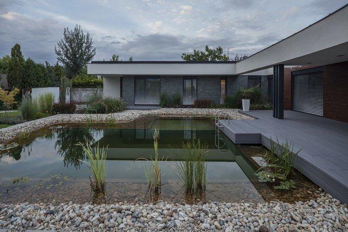 modern-garden-pond-house-19