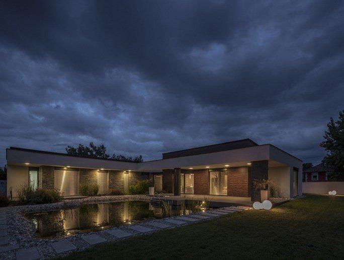 modern-garden-pond-house-21