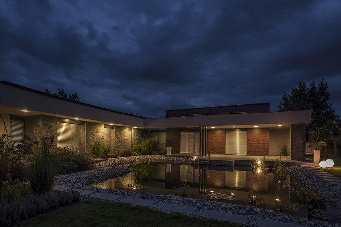 modern-garden-pond-house-22