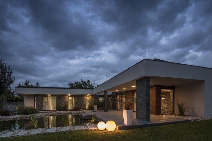 modern-garden-pond-house-24