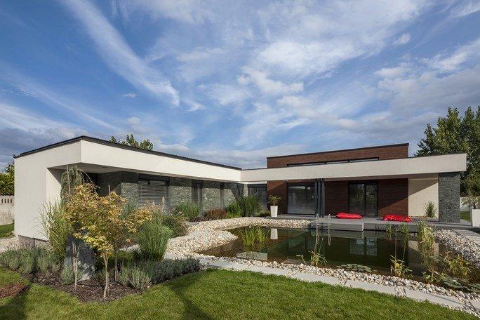 modern-garden-pond-house 3