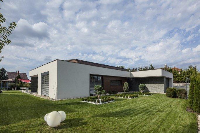 modern-garden-pond-house-4