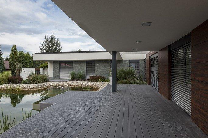 modern-garden-pond-house-7