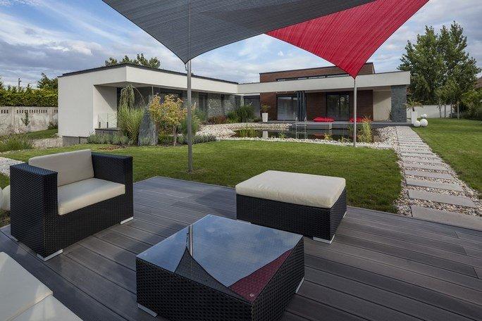 modern-garden-pond-house 1
