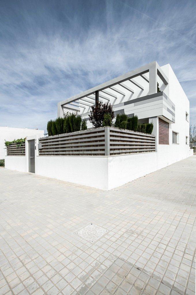 V02-house 3