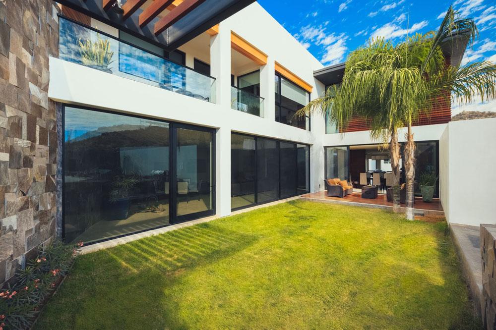 Fachadas y planos de casas modernas de tres pisos en for Casa y jardin tienda