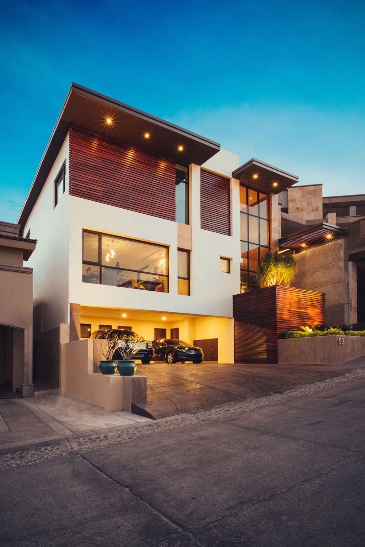 Fachadas y planos de casas modernas de tres pisos en for Fachadas frontales de casas