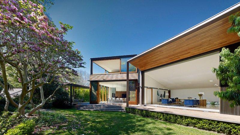 Fachada transparente rodeado de preciosos jardines: Casa Woollahra en Sydney