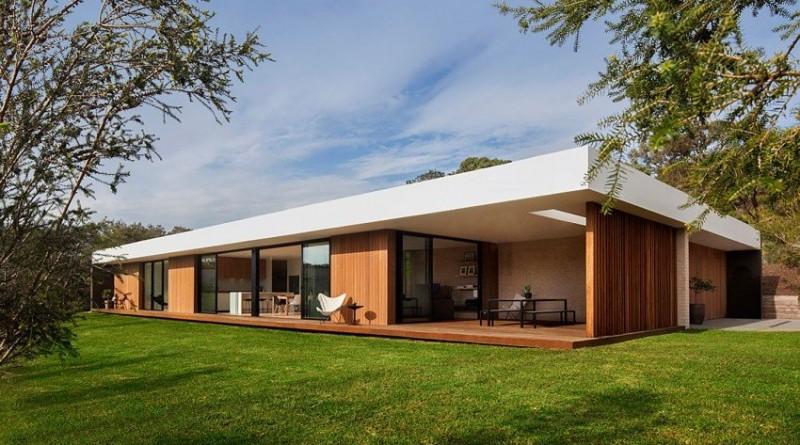 Fachada de madera y cristal en una Casa moderna de Australia