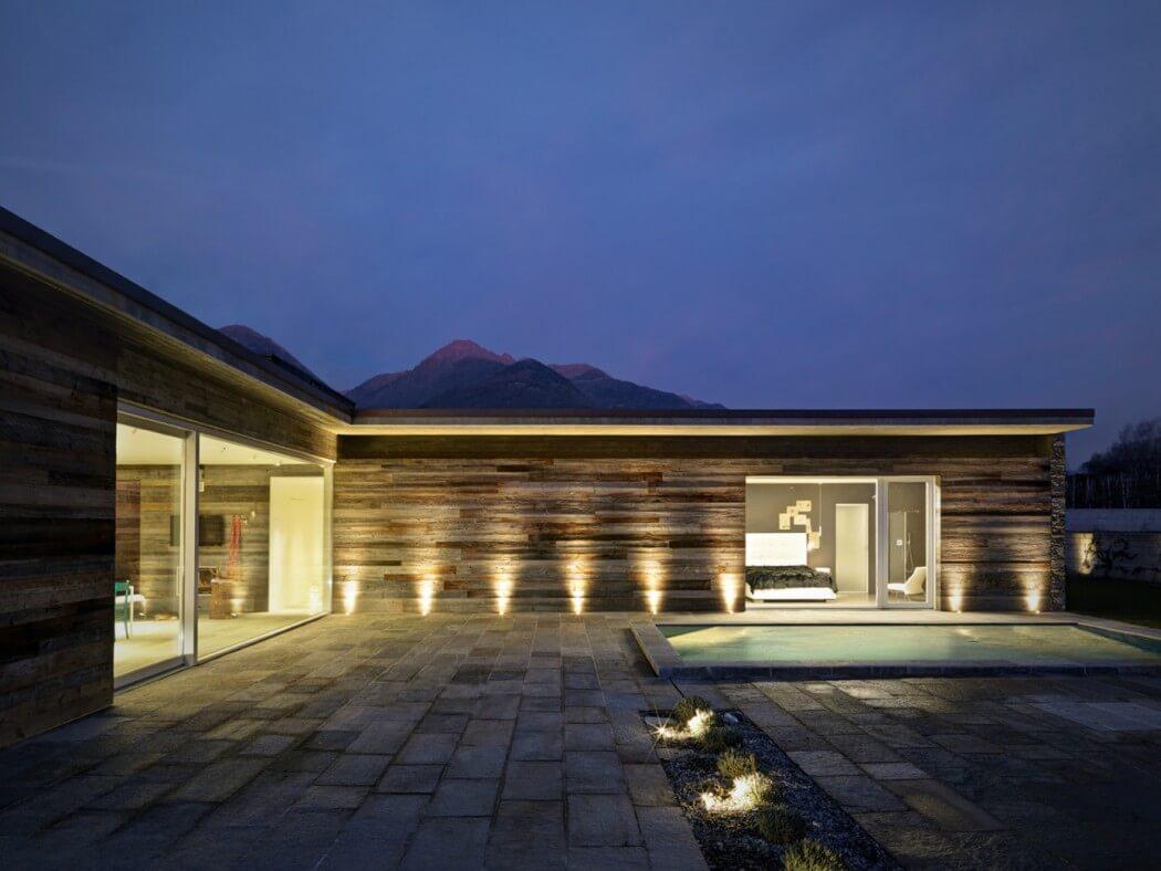 Fachada de piedra en una casa moderna en italia casas y for Casas modernas revestidas en piedra