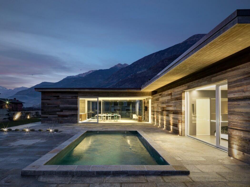 Fachada de piedra en una casa moderna en italia casas y for Case di architettura spagnola