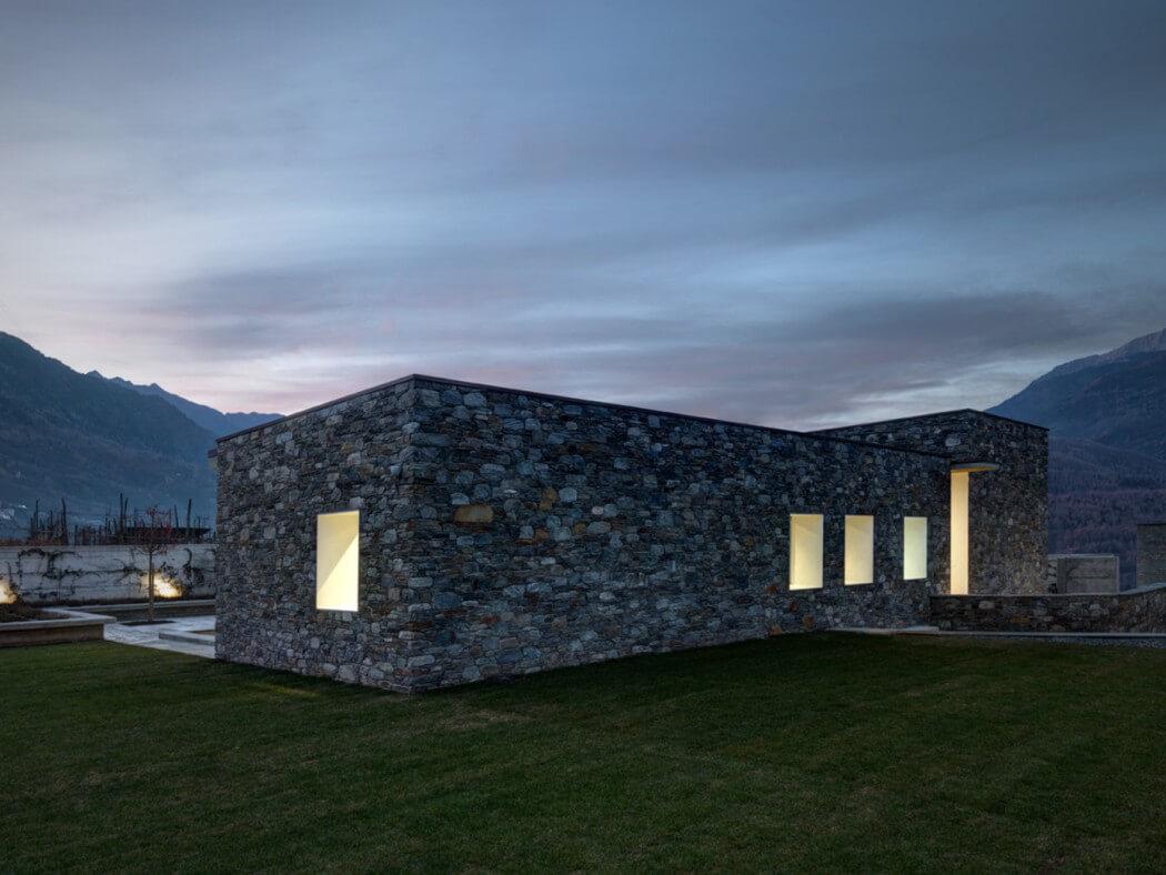 modern residence (2,5)